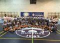 O equipo de cachibol do Aceites Abril coas categorías bases / CLUB VOLEIBOL OURENSE