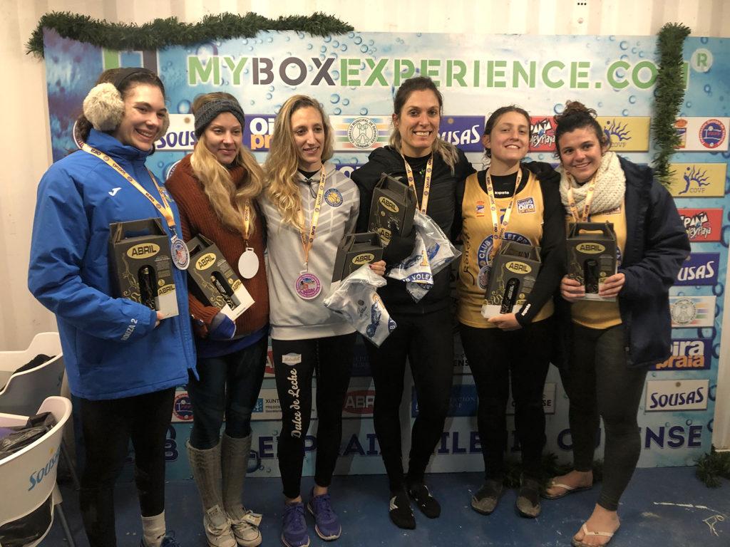 Podio feminino no Torneo de Volei Praia celebrado en Ourense / CLUB MILENIO OURENSE