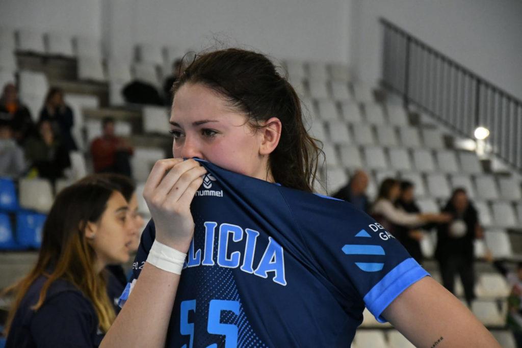 As bágoas das xuvenís tras perder o encontro de cuartos de finais no CESA / FEDERACIÓN GALEGA DE BALONMÁN