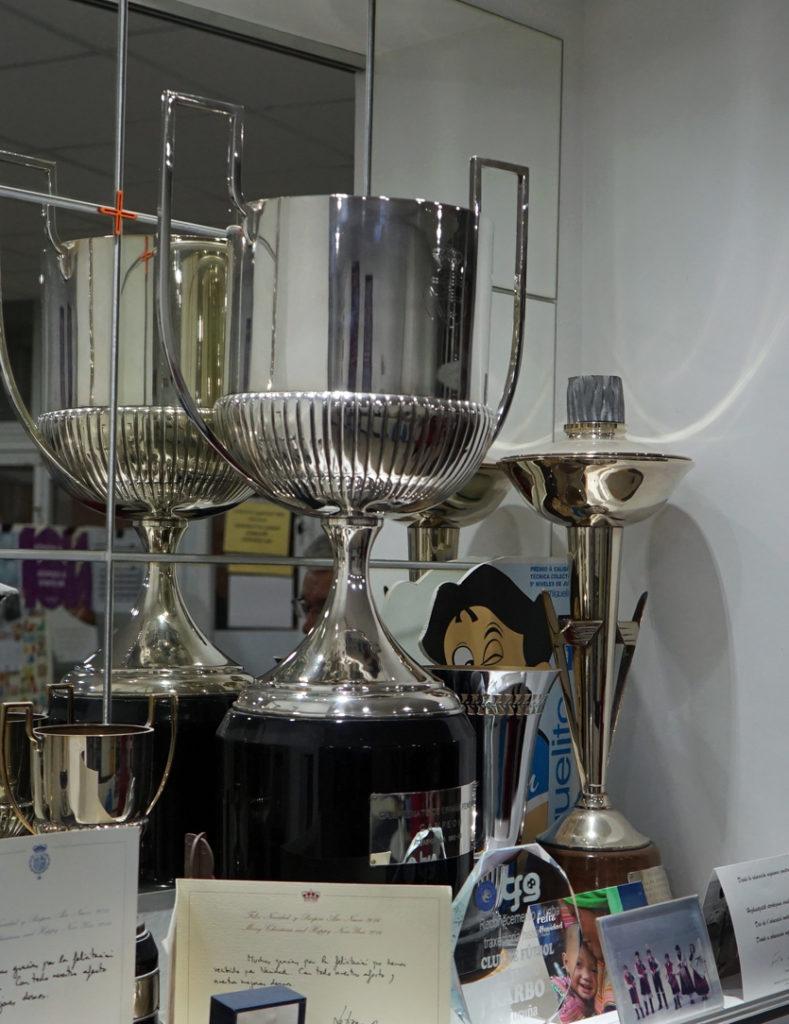 Copa da Liga conquistada polo Karbo na tempada 1982-83 / AS NOSAS