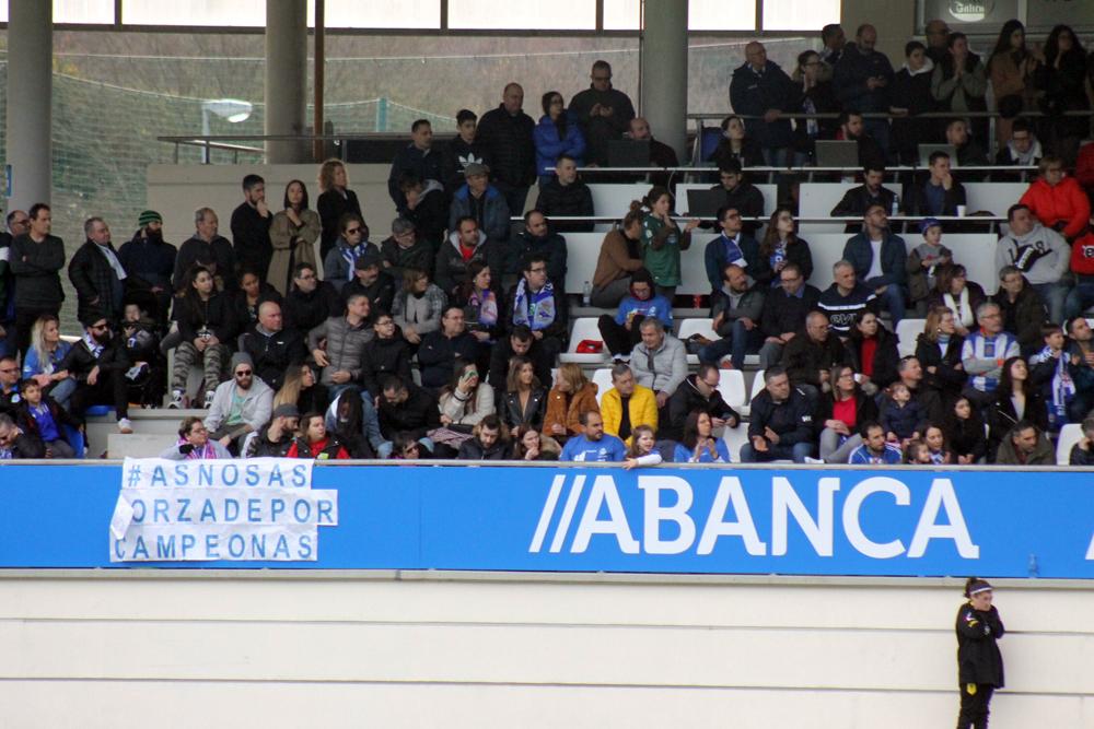 Público na Cidade Deportiva de Abegondo / SABELA MOSCOSO