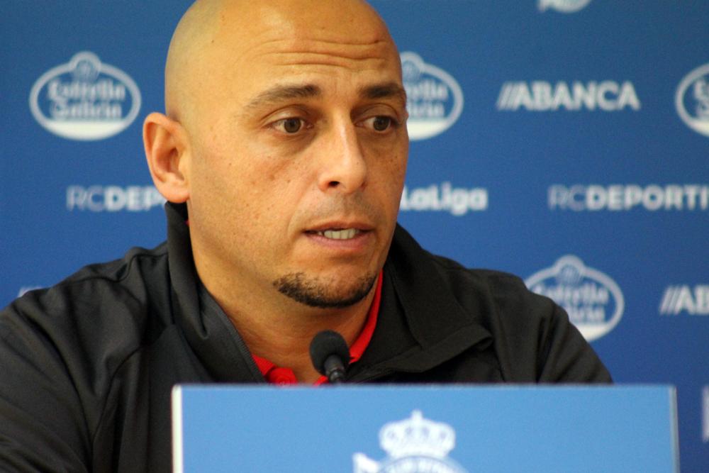 Ángel Villacampa, adestrador do Bilbao, na sala de prensa Cidade Deportiva Abegondo / SABELA MOSCOSO
