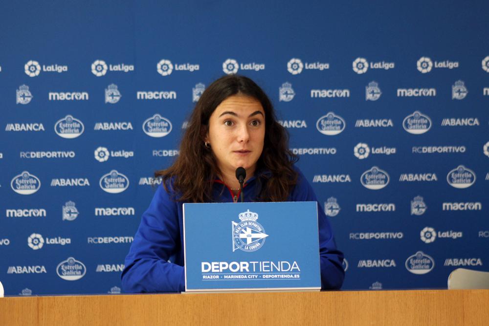 Azkona, xogadora do Bilbao, na sala de prensa Cidade Deportiva Abegondo / SABELA MOSCOSO