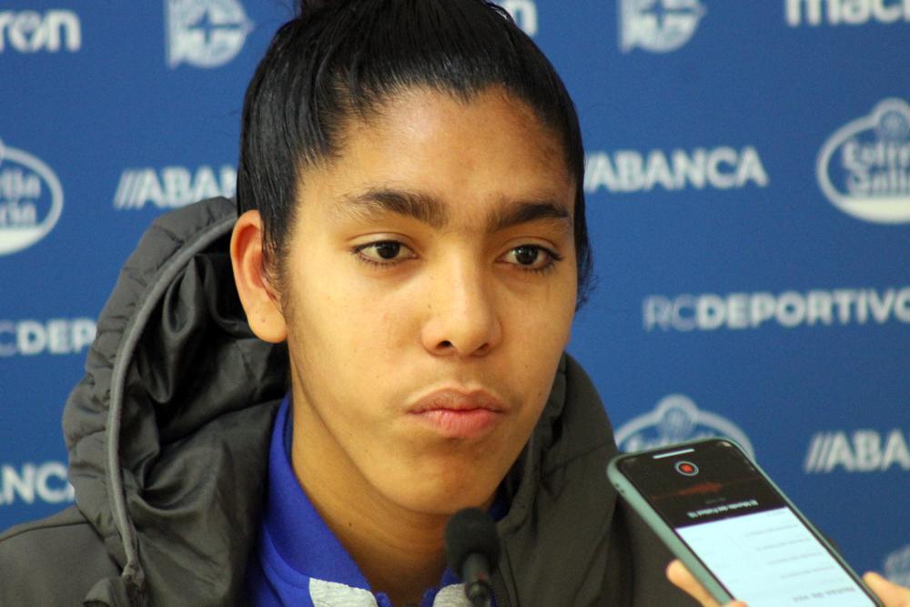 Gabi, xogadora do RC Deportivo ABANCA, na sala de prensa Cidade Deportiva Abegondo / SABELA MOSCOSO