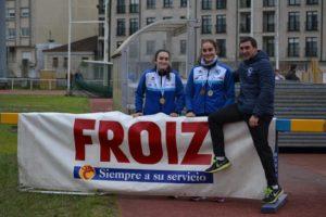 Santiago Ferrer con dos de sus pupilas, Claudia Puig y Andrea González | SGP