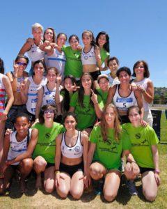 El equipo femenino celebrando el ascenso a Primera División después del primer puesto alcanzado en Cáceres en 2016 | Foto: Luis Tojal
