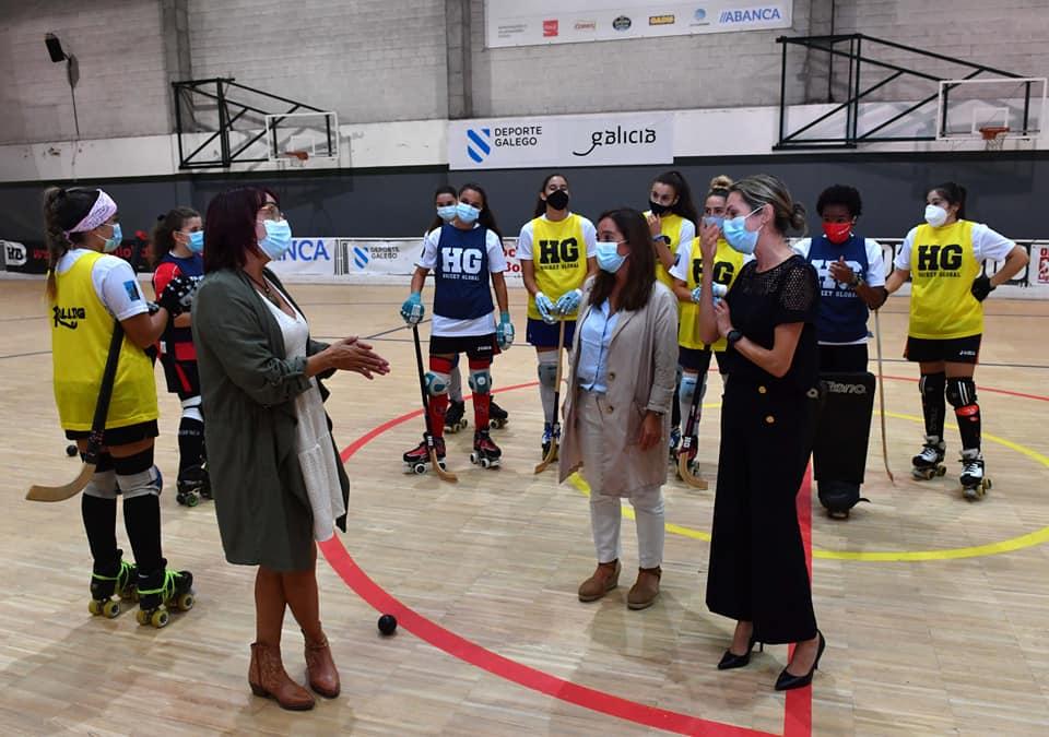 O HC Borbolla recibe a visita da alcaldesa da Coruña, Inés Rey, e a concelleira de Deportes, Mónica Martínez / CONCELLO DA CORUÑA