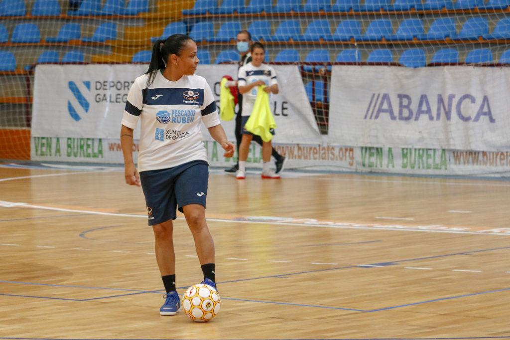 Cilene, xogadora do Pescados Rubén Burela / BURELA FS