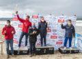 Entrega dos trofeos da clasificación por clubs na I Regata Kayak Concello Miño. 1º clasificado: Club de Piragüismo Olívico, 2º clasificado, Club Kayak Vigo, 3º clasificado, lub de Piragüismo Cambados / CONCELLO DE MIÑO