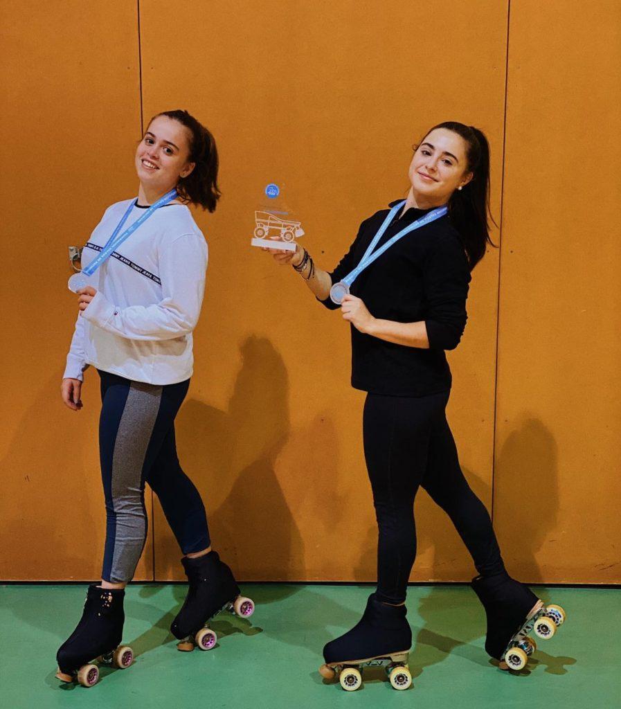 María Bilbao, campioa galega de Patinaxe Artística, coa súa compañeira Marta Mato / CP ENXEBRE