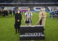 O Victoria CF recolle trofeo de subcampión do VIII Trofeo Teresa Herrera en Riazor coa presencia da alcaldesa da Coruña, Inés Rey, e a concelleira de Deportes, Mónica Martínez / CONCELLO DA CORUÑA