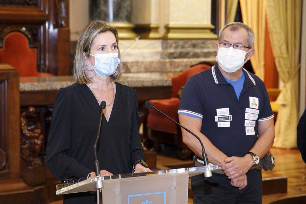 A concelleira de Deportes da Coruña, Mónica Martínez, recibiu en María Pita o Club Halterofilia Coruña / CONCELLO DA CORUÑA