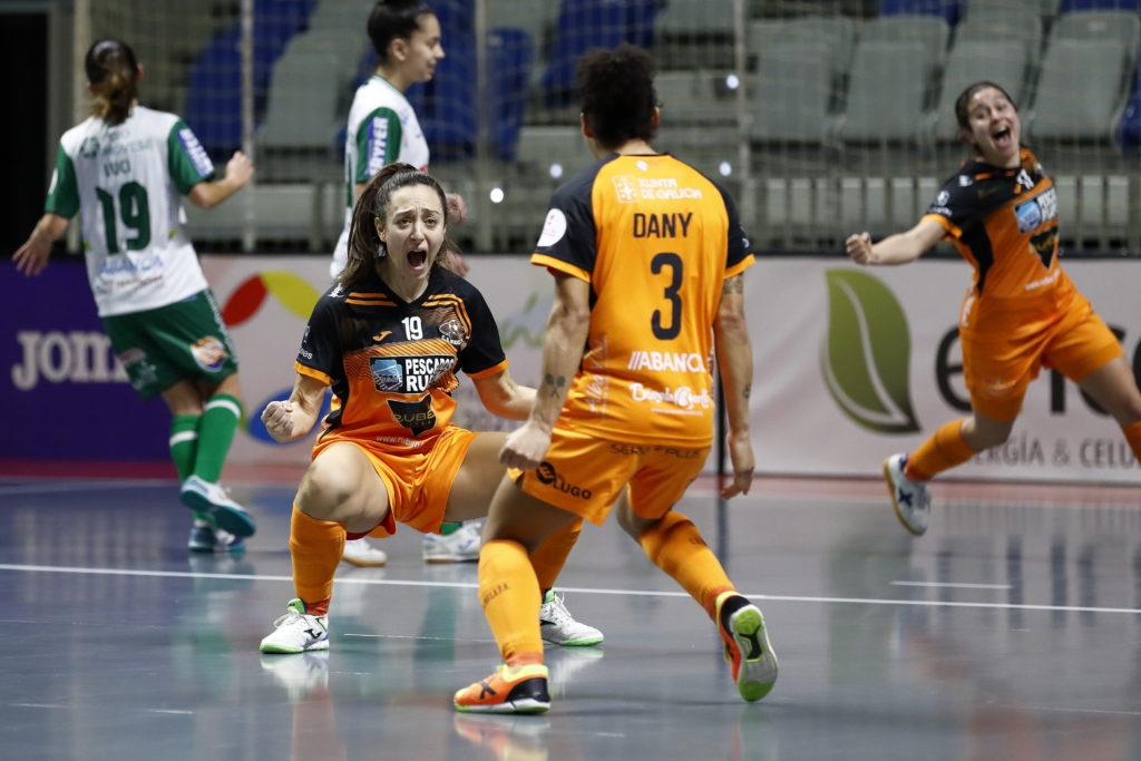 Elena Aragón celebra con Dany o gol que daría o título ao Pescados Rubén Burela na Copa da Raíña / PRBFS