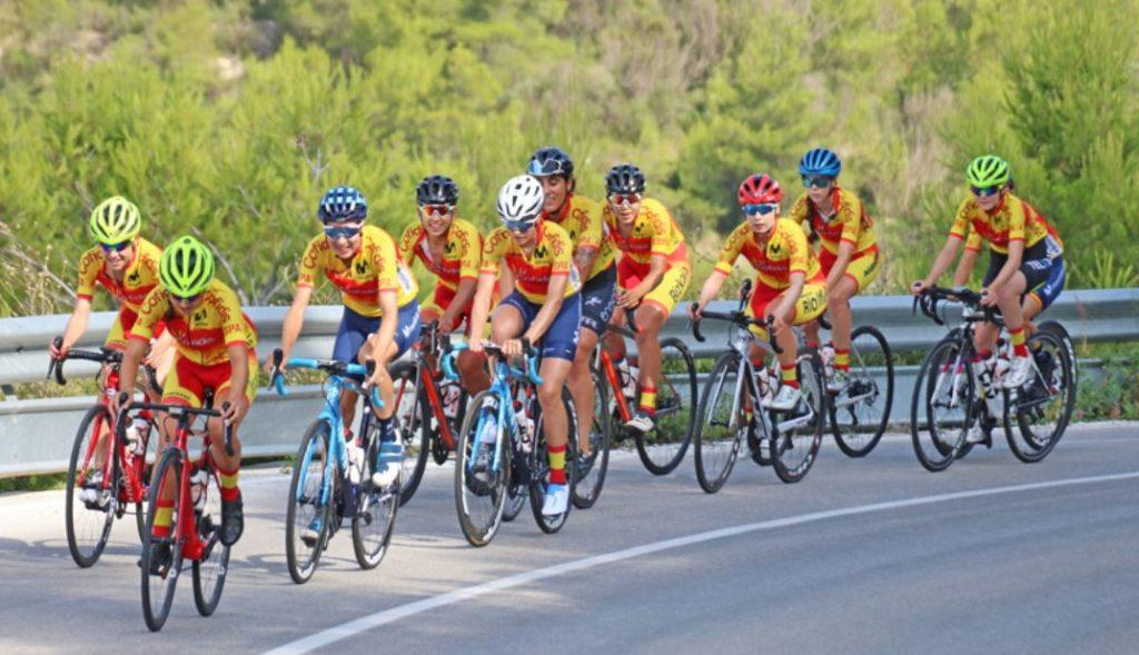 Ciclistas en ruta / RFEC
