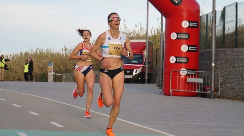 Eva Arias, da SG Pontevedra bate o récord galego 5km ruta / CURSA DE NASSOS - BARCELONA