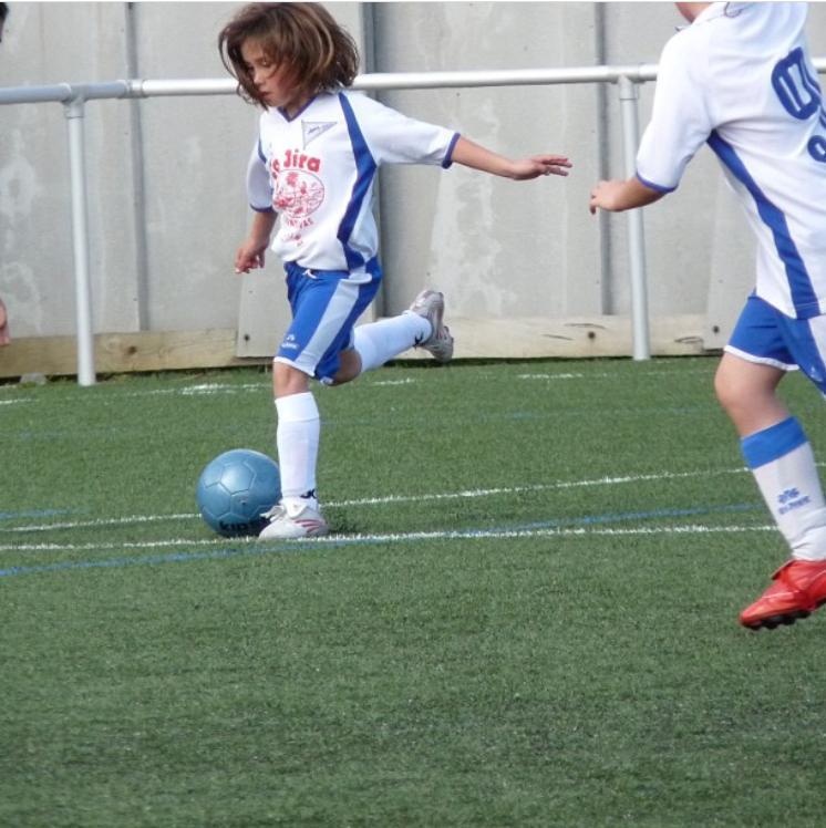 María Corral, futbolista, de nena