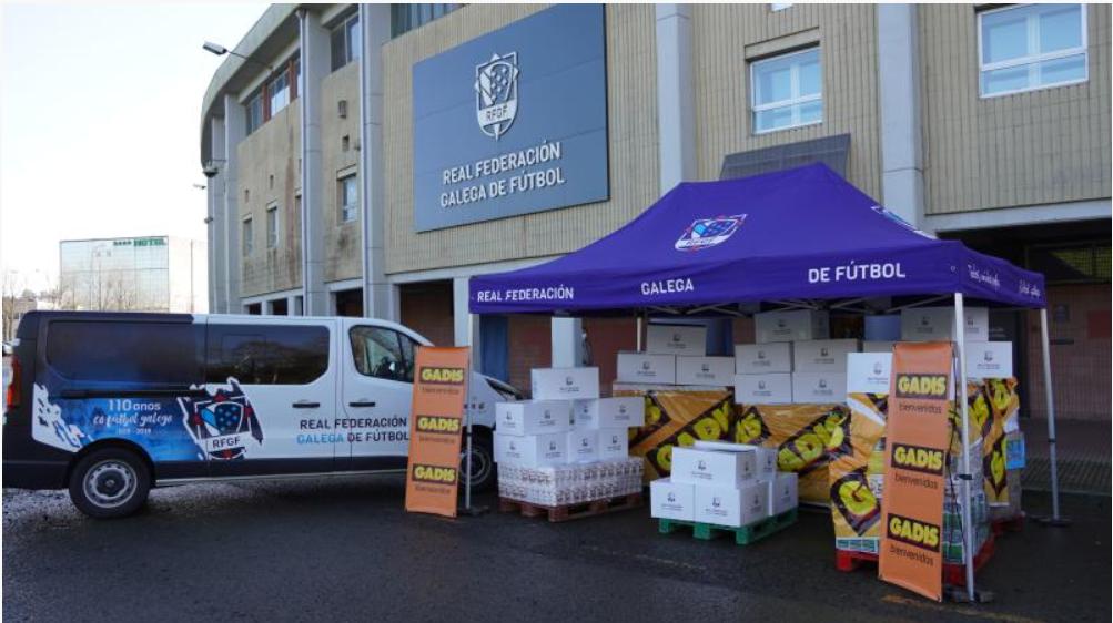 A RFGF e Gadis entregaron á Cociña Económica e ao Banco de Alimentos as máis de tres toneladas de alimentos recadadas durante a Campaña de Nadal Solidaria / FUTGAL