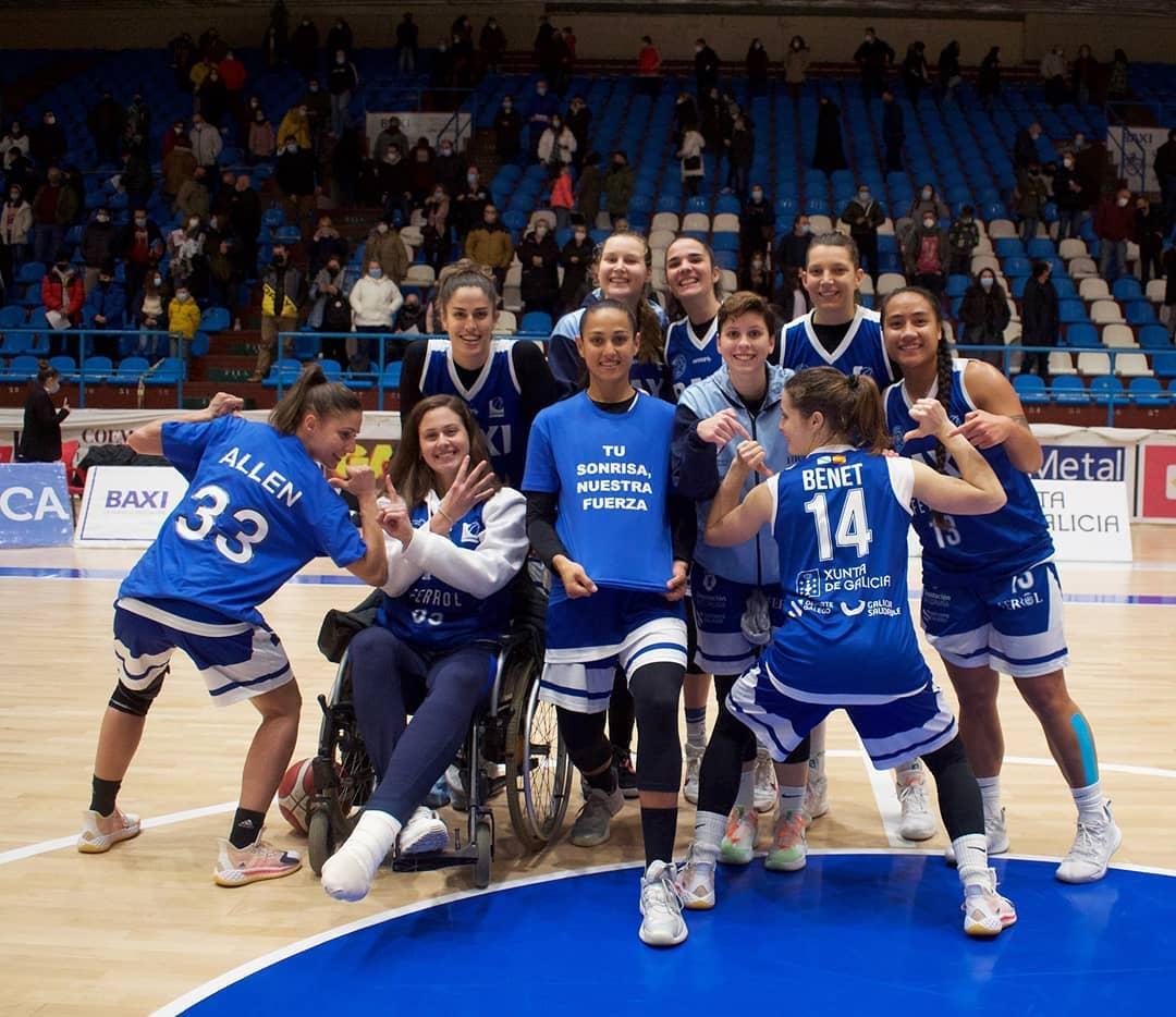 A xogadora do BAXI Ferrol, Jenna Allen, lesionouse na xornada 13 e recibiu o apoio de todo o seu equipo / BAXI FERROL