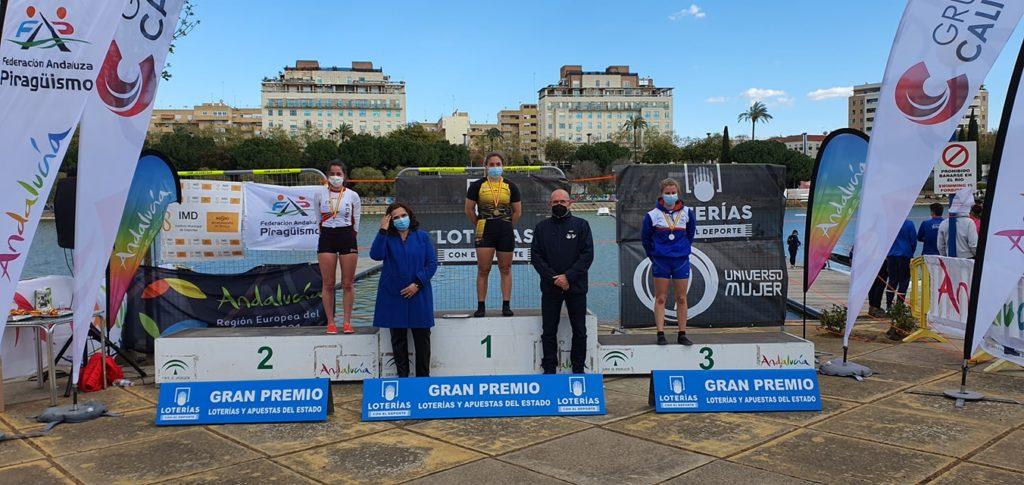 Valeria Oliveira Otero, campioa de España C1 xuvenil, no algo do podio / FG PIRAGÜISMO