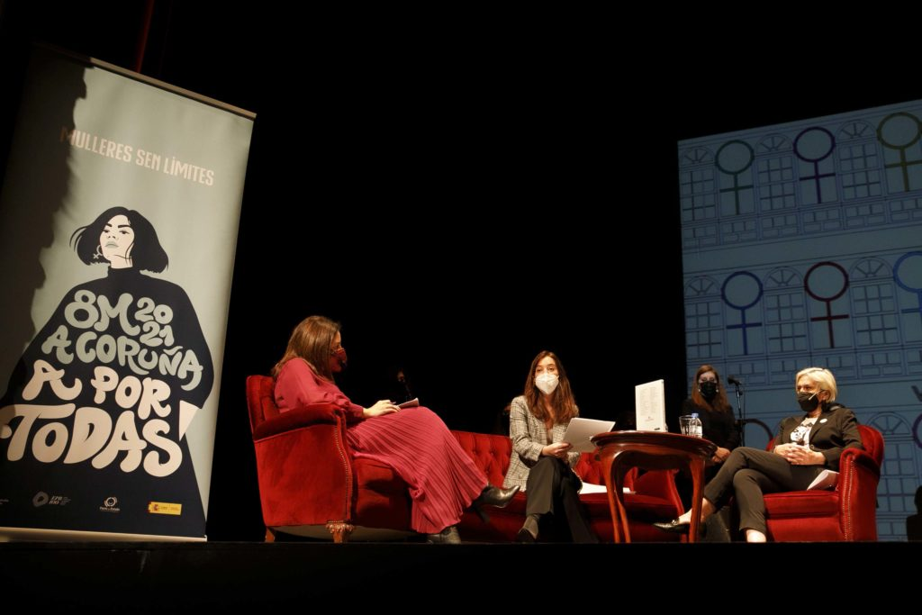 Presentación do libre 'Cidade das Mulleres. Veciñas Ilustres da Coruña', con Inés Rey, alcaldesa da Coruña, Xulia Santiso, directora da Casa Museo Emilia Pardo Bazán, e Doda Vázquez, presidenta da Asociación da Prensa / CONCELLO DA CORUÑA