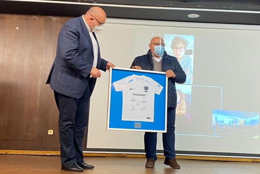 Acto de homenaxe ás pioneiras do fútbol sala español e galego / CONCELLO DE VALDOVIÑO