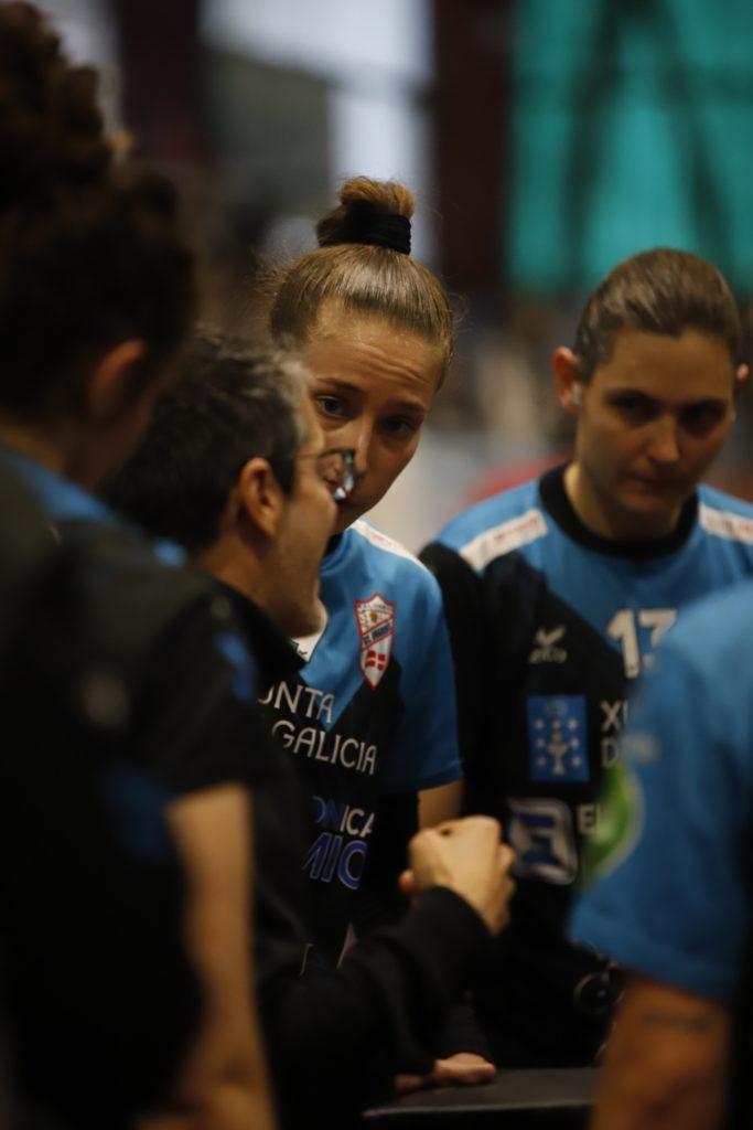Prades da indicacións no banco do Atlético Guardés na Sangriña na Copa da Raíña / ©SPORCOECO