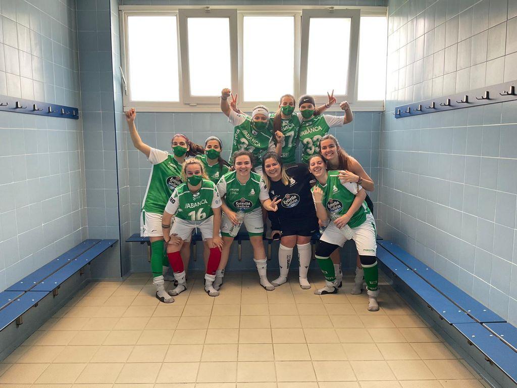 Celebración do HC Deportivo Liceo polo ascenso á Ok Liga Feminina / HC LICEO TW