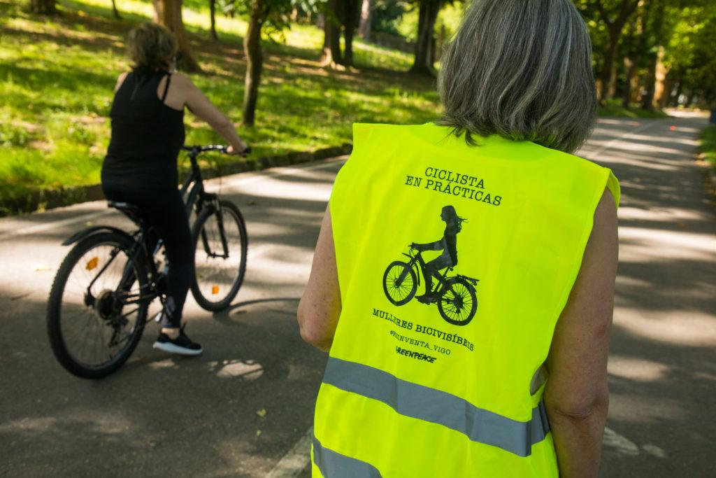 Participantes do proxecto de Greenpeace e o colectivo ecofeminista Mulleres Bicivisíbeis para contribuír a aumentar as mulleres ciclistas en Vigo / GREENPEACE