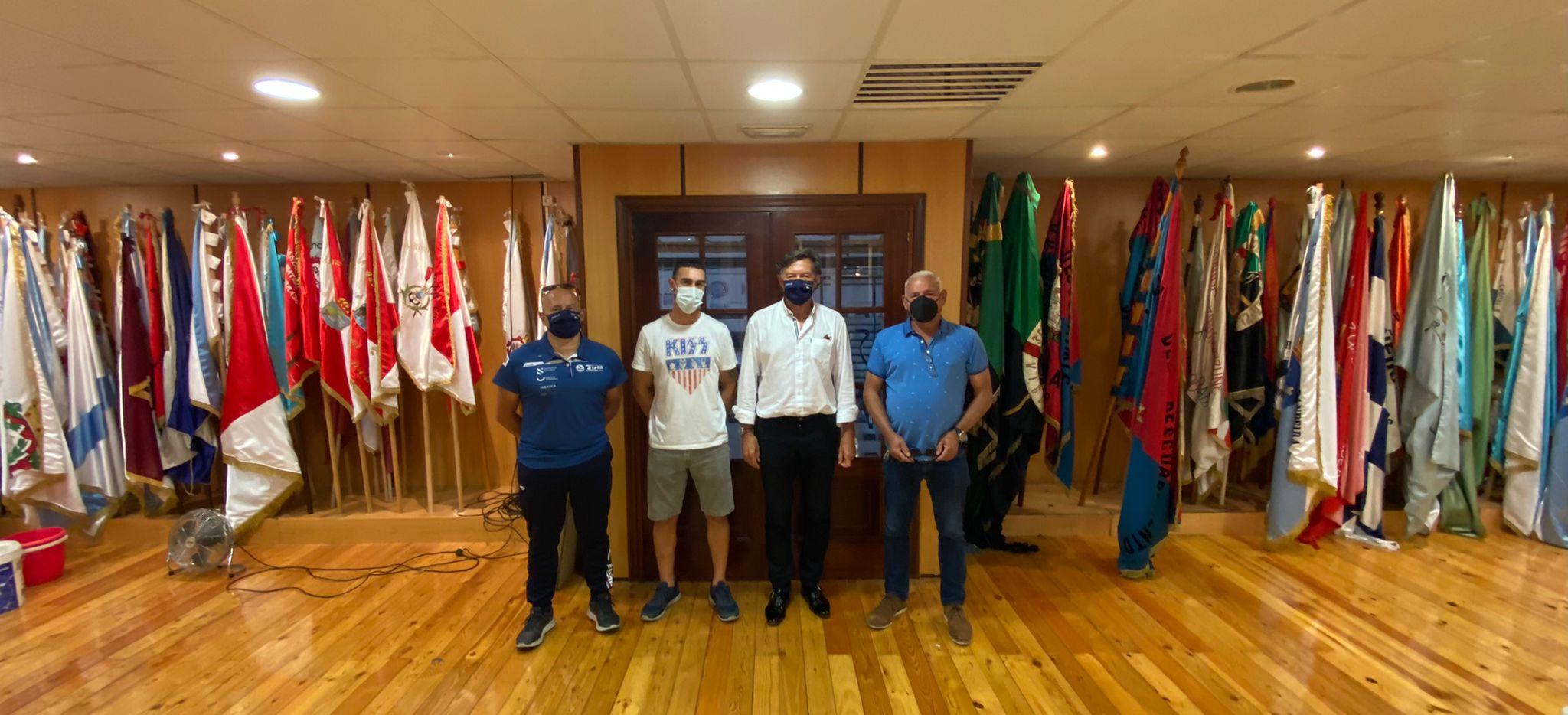 O secretario xeral para o Deporte, José Ramón Lete Lasa, visitou esta tarde as instalacións da Sociedade Deportiva Tirán / XUNTA