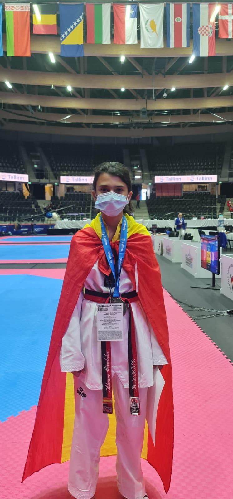 Nadia Bouzas proclámase subcampioa de Europa cadete de taekwondo / FEDERACIÓN GALEGA DE TAEKWONDO