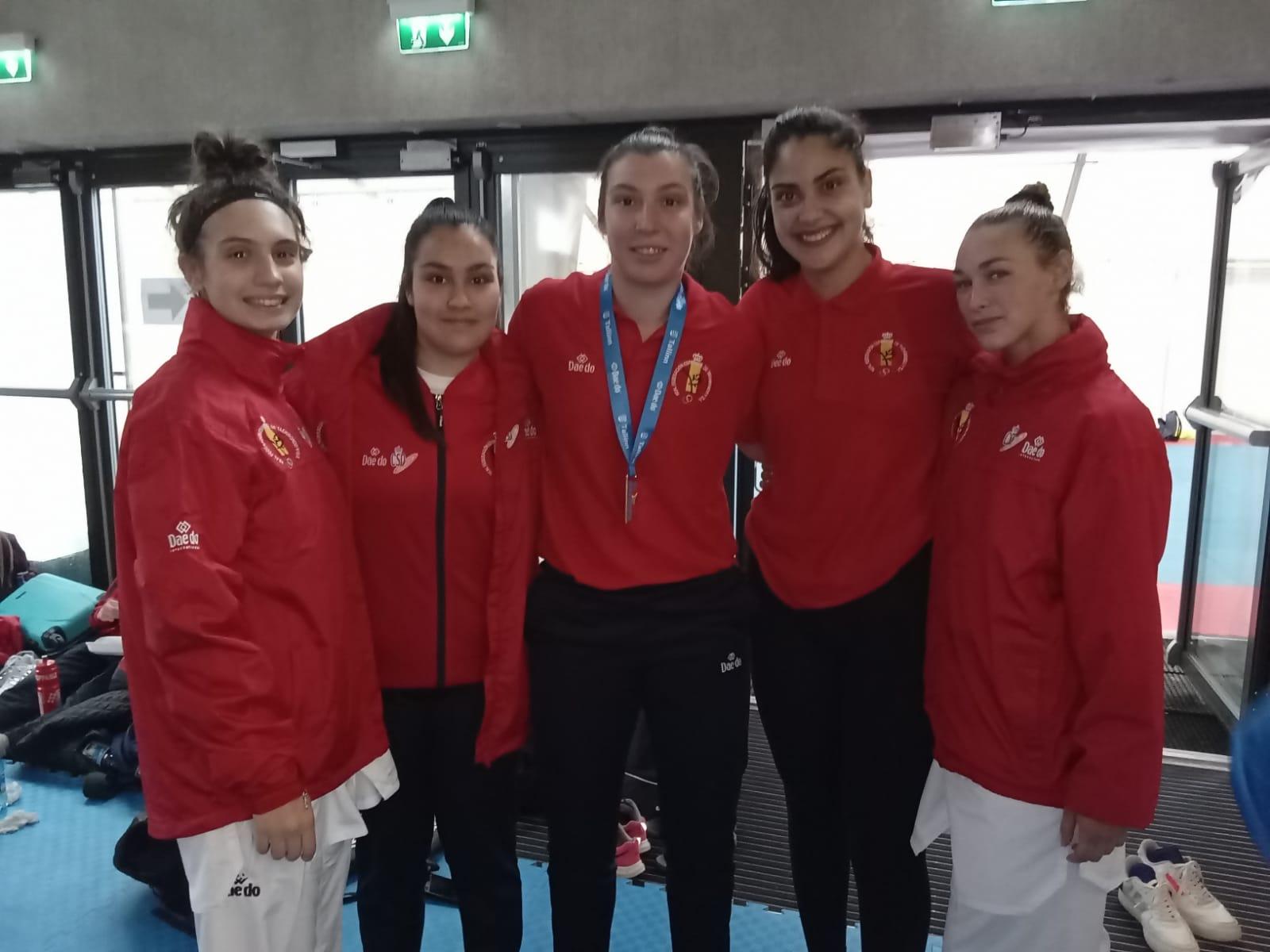 Deportistas como Nuria Cernadas, Desi Rivadulla, Tania Castiñeiras e Arlet Ortiz, no Europeo de Taekwondo / FEDERACIÓN GALEGA DE TAEKWONDO