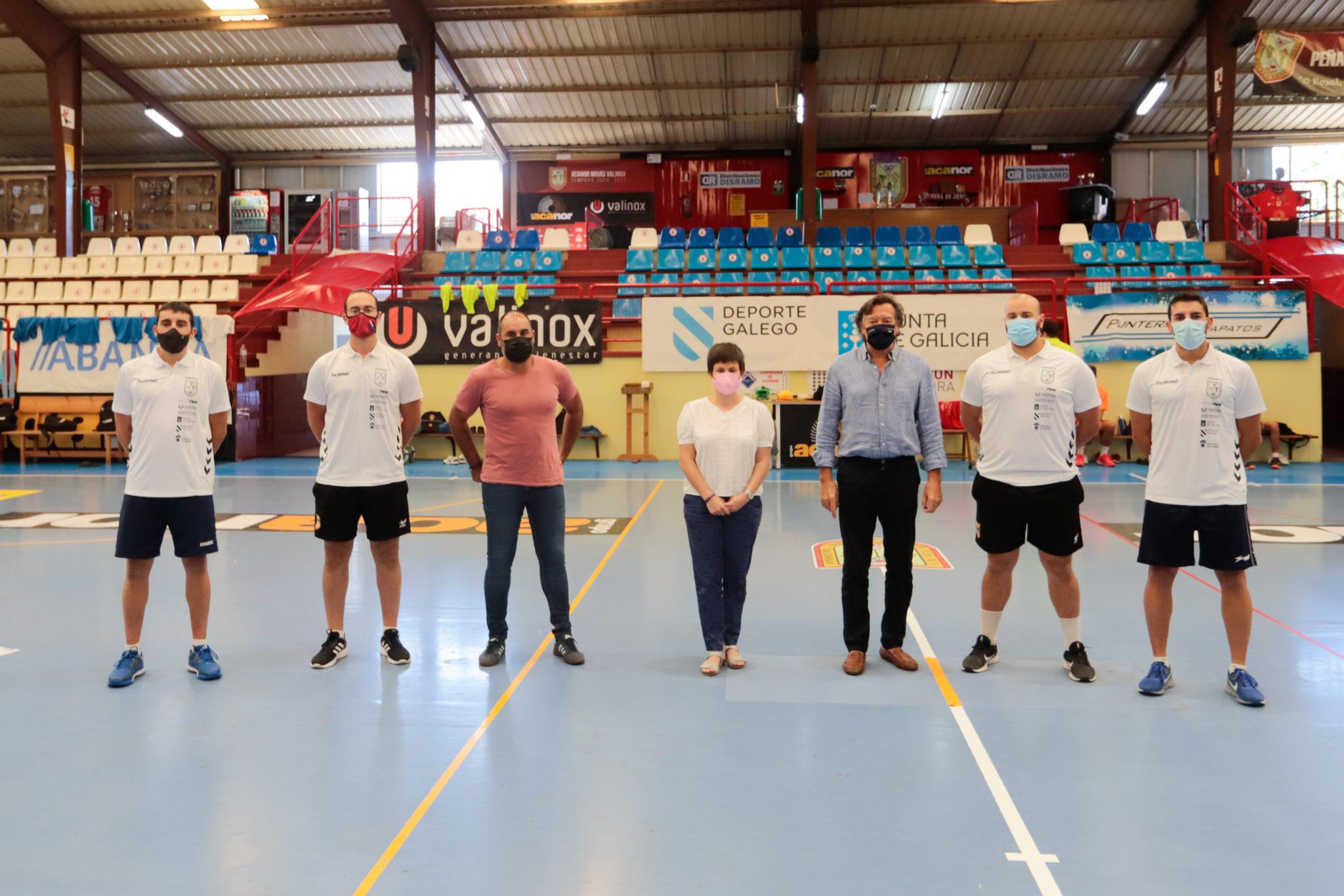 O secretario xeral para o Deporte, Lete Lasa, acompañado pola alcaldesa, Ánxela Fernández, supervisou as obras do pavillón municipal do Rosal / XUNTA DE GALICIA