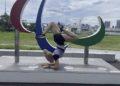 Adiaratou Iglesias onda os tres Agitos, símbolos dos Xogos Paralímpicos / IG ADI IGLESIAS