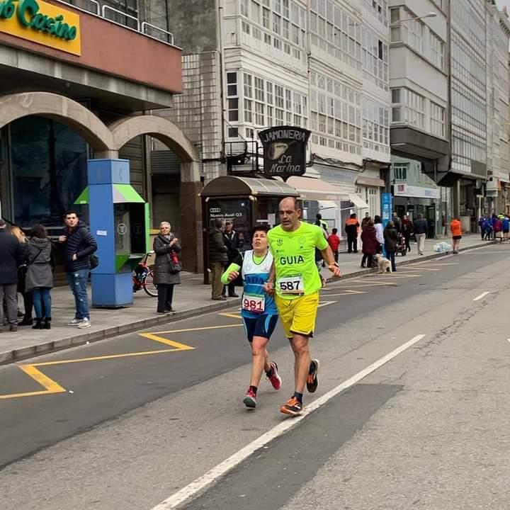 Carmen América con Felipe López na maratón da Coruña / CEDIDA