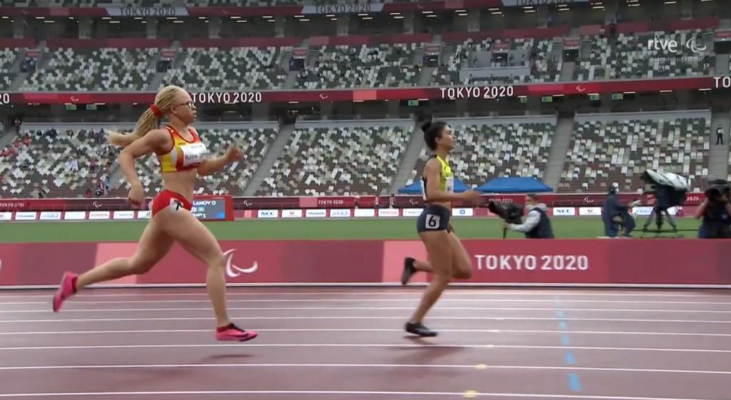 Loita na recta final entre a galega Adi Iglesias e a corredora de Azaerbaijan Lamiya Valiyeva nos 400m T13 / RTVE