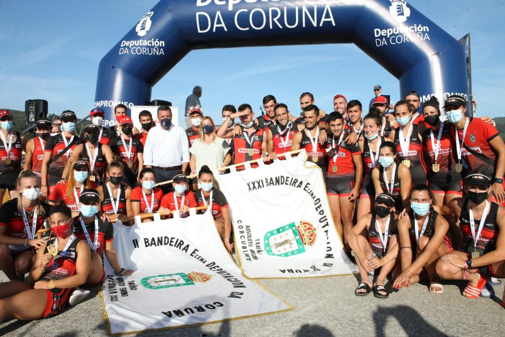 Remeiras e remeiros do Club de Remo Cabo da Cruz, gañadores da bandeira / DEPUTACIÓN DA CORUÑA